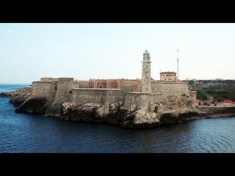 Einfahrt in Hafen von Havanna Kuba   Kreuzfahrtschiff fährt rein