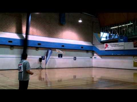 踊るラジコン飛行機!スゴ技テクニックを披露する男性