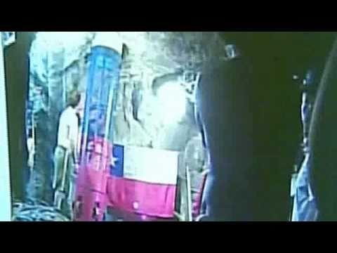 Primer rescastista llega a la mina para coordinar el rescate de los Mineros Chilenos