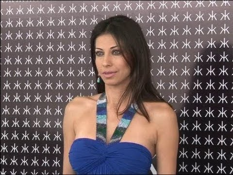 Vida Samadzai Looking Erotic In Blue Gown video