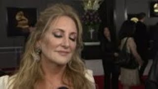 Lee Ann Womack, Raquel Sofia, among early Grammy arrivals, Claudia Brant reacts to Ariana Grande Gra