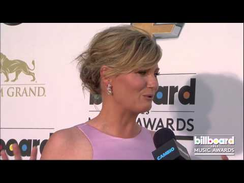 Jennifer Nettles on the Billboard Music Awards Blue Carpet 2013
