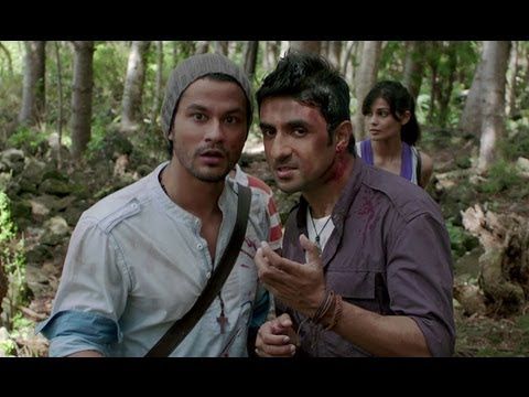 Kunal Khemu & Vir Das Fail To Aim At The Zombie - Go Goa Gone...