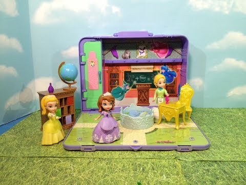 Disney Junior Sofia the First Portable Classroom Playset Disney Junior Sofia Toy + Amber + Clover