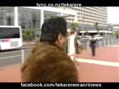 John Kairau banned from welcoming tourists at the Auckland waterfront marina  Te Karere Maori News TVNZ 13 Nov 2009 English Version