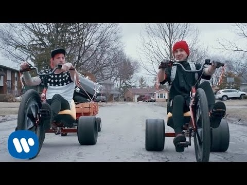 twenty one pilots: Stressed Out [OFFICIAL VIDEO] | twenty one pilots