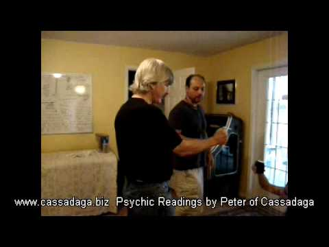 Dowsing a Natural Energy Vortex in Cassadaga Florida - Psychic Town