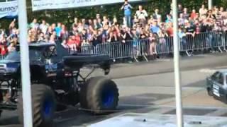 SCHOKKEND Monstertruck rijdt in op publiek - Haaksbergen