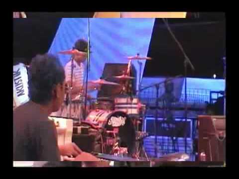 Endank soekamti - Berlibur kebulan 2005 (live acoustic)