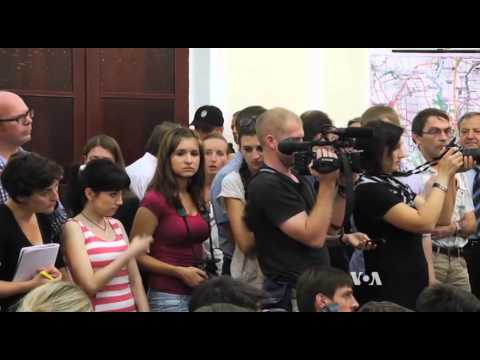 Ukraine's Poroshenko Vows to Defend Mariupol from Separatists