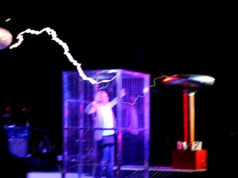 Adam Savage does ArcAttack, Dr. Who theme; Maker Faire 2011