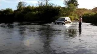 Suzuki Grand vitara water off road