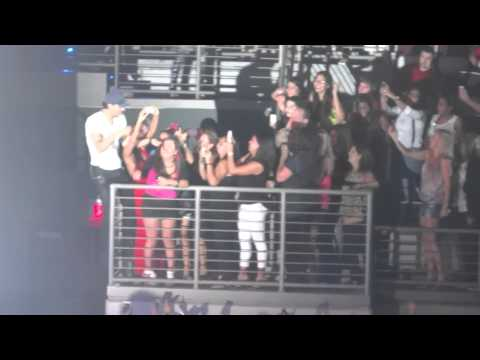 Enrique Iglesias - Tonight (Im Lovin You) at Hard Rock Live...