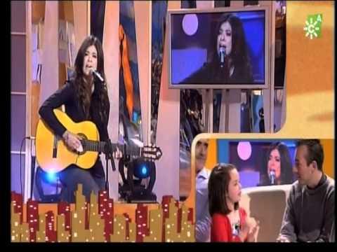 Macarena interpreta en LSE una canción para su padre sordo