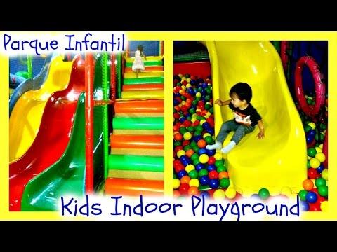 Niños Jugando en el Parque Infantil/Kids playing-Fun Indoor playground