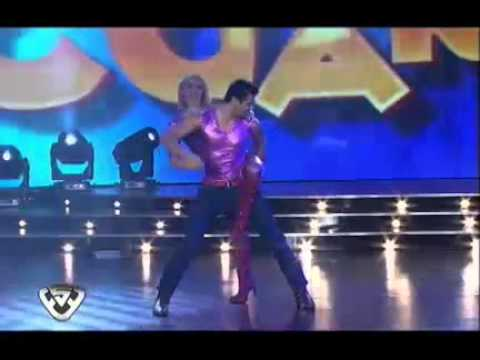 Showmatch 2011 - A Mónica Farro se le escapó una lola
