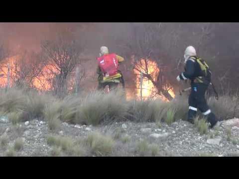 se reavivo el fuego en san luis y son 10.000 las hectareas afectadas