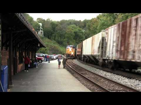 CSX Train nearly hits inattentive guy--very, very close call!!