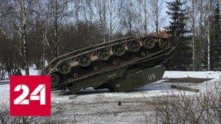 Самоходная гаубица перевернулась при погрузке в Калининградской области - Россия 24