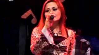 download lagu Eva Aquila Tirai Cinta gratis