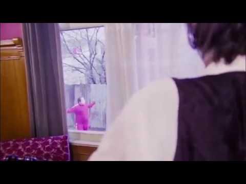 Neşeli Günler Filmindeki Hata!!!!  Münir Özkul Duvara Prize Takti