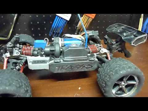 1/16 E-Revo Hopper Wheelie Bar Installation and Demo