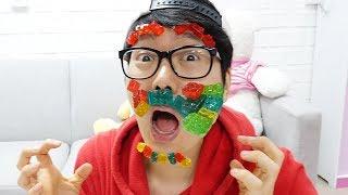 """보람이와 코난 블럭젤리로 장난감 만들기 놀이 รีวิว ขนมเซเว่น เยลลี่ตัวต่อ Lego """"Block Gummy"""" น้องสิงโต"""