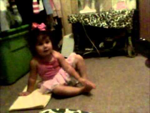 ONE YEAR OLD booty shaking to Nicki Minaj- DANCE (Ass)
