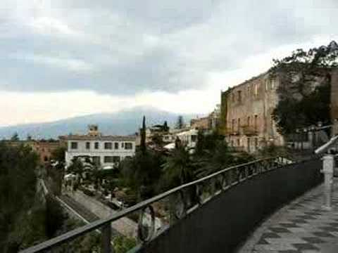 Sicily Travel: Main square in Taormina