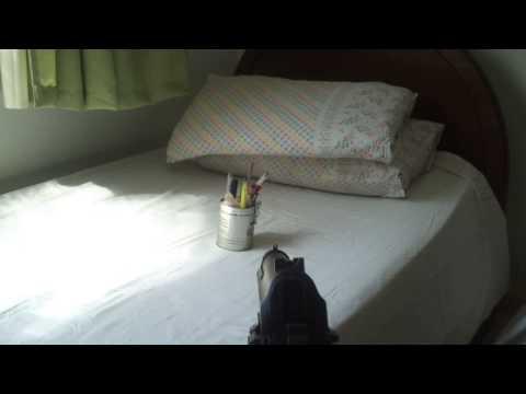 Disparos na lata com a Pistola de Airsoft PT 92 Spring da CyberGun (KWC)