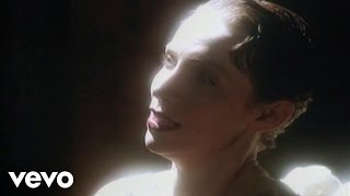 Watch Annie Lennox Keep Young And Beautiful video