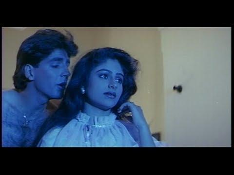 Akshay Kumar tells Ayesha Jhulka that Lovers can reach Anywhere (Khiladi)