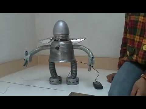 Robot Amplificador hecho de material reciclable
