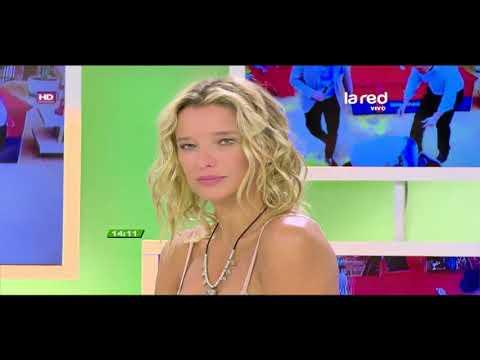 Un ardiente momento televisivo: Así fue el sensual destape de Claudia Schmidt en Intrusos