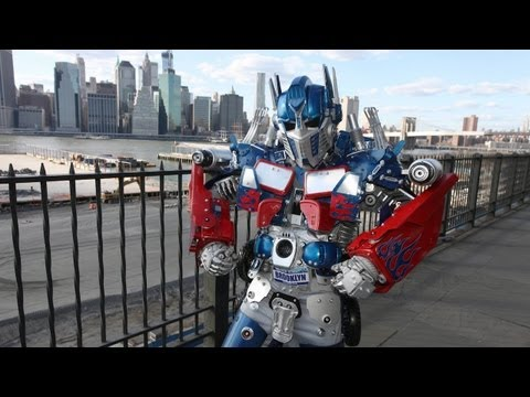New York s Real Life Transformer Robot
