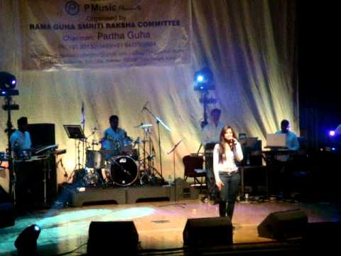Jao Pakhi Bolo - Shreya Ghosal Live in London on 17th Oct 2010...