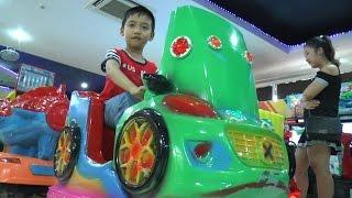 Dương chơi các trò chơi tại trung tâm giải trí cho trẻ em, Kênh Em Bé ♥
