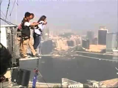 شوف وانسى همومك 569 بنت تقفز من اعلى الابراج في العالم