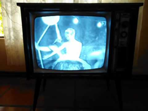 Television antigua funcionando