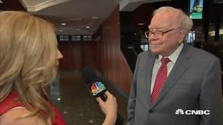 Warren Buffett At 2017 Berkshire Hathaway Annual Meeting