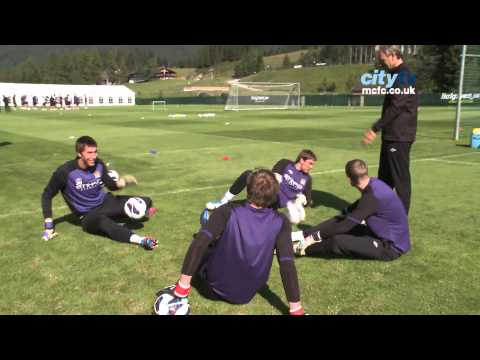 FUNNY Goalkeeper warm up - Pantilimon and co. struggle with the number 3!