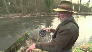 Martin Porter demonstrating the Wallis cast on Tight Lines