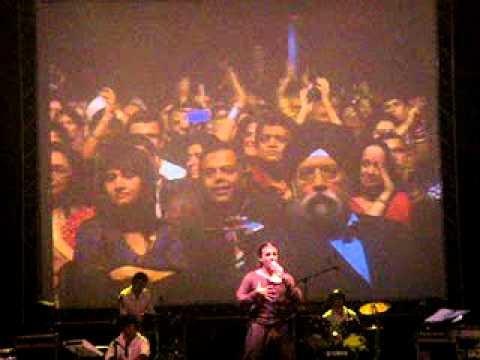 Sonu Nigam LIVE - Sandese Aate Hain - Nov 2010 Birmingham