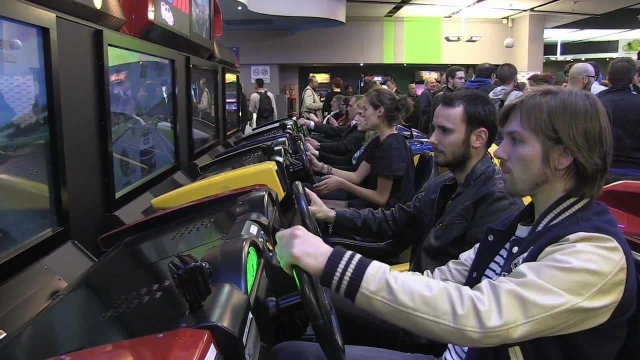 Visite De La Salle D 39 Arcade La T Te Dans Les Nuages Reportage Gamekult Youtube