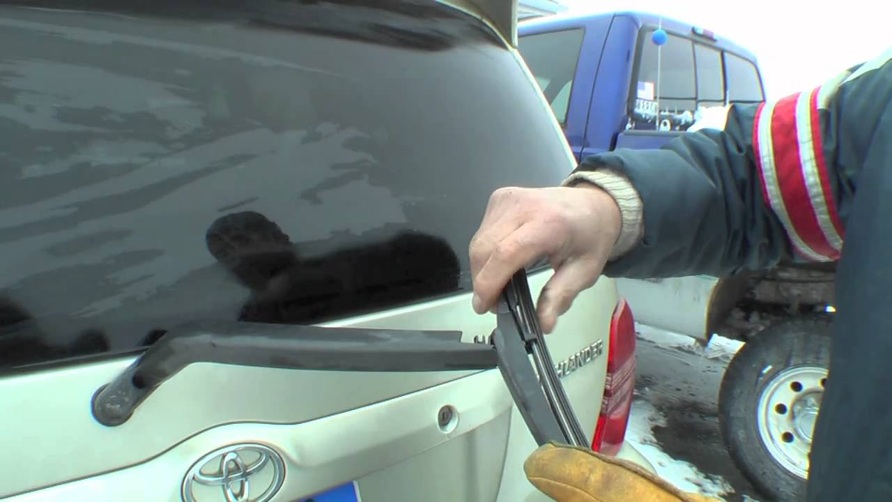 How To Change A Rear Windshield Wiper On A Toyota Youtube