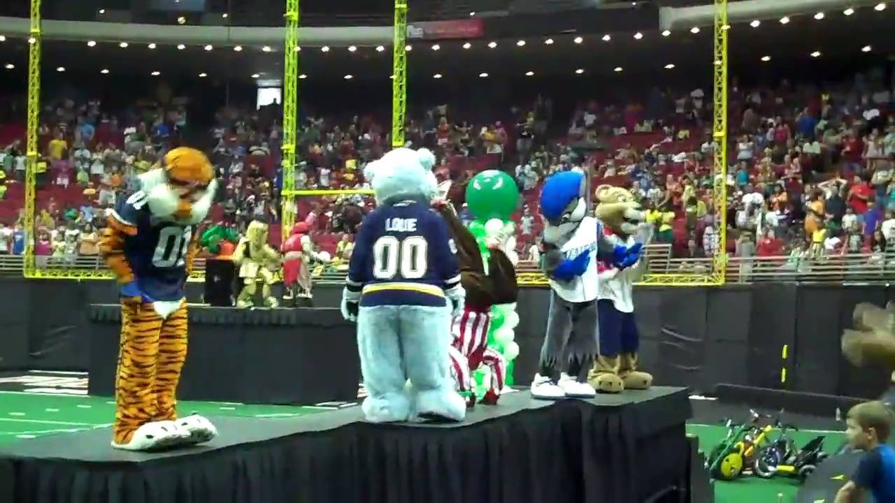 Celebrity Mascot Games - Orlando on the Cheap