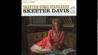 Watch Skeeter Davis Cry Me A River video