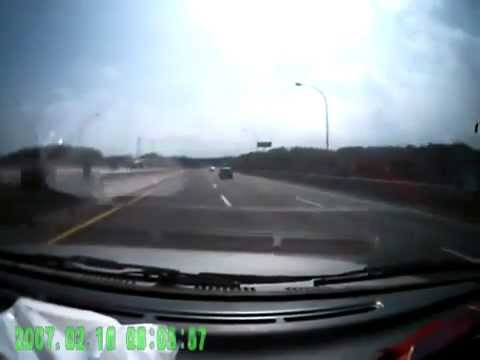 0 BMW Ran Through Middle   3 Car Crash On Highway.