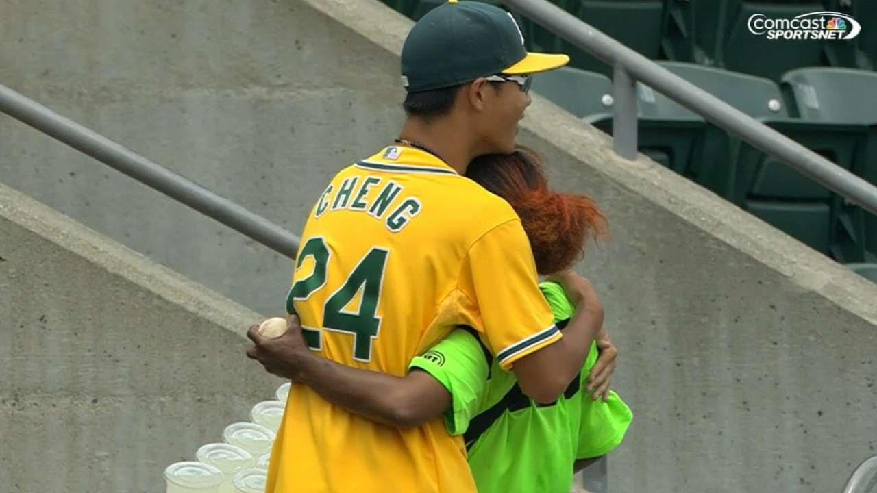 COL@OAK: A's fan snags foul, gives it to vendor
