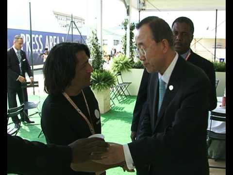 Ban Ki moon meets Peppino Ciraci at G8 after itw for Euronews
